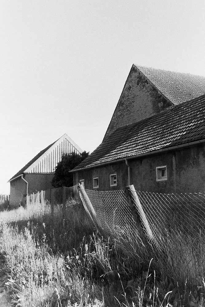 Analoge schwarz-weiß Architektur Fotografie im ländlichen Raum